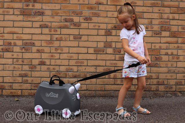 benny the cat trunki pull along