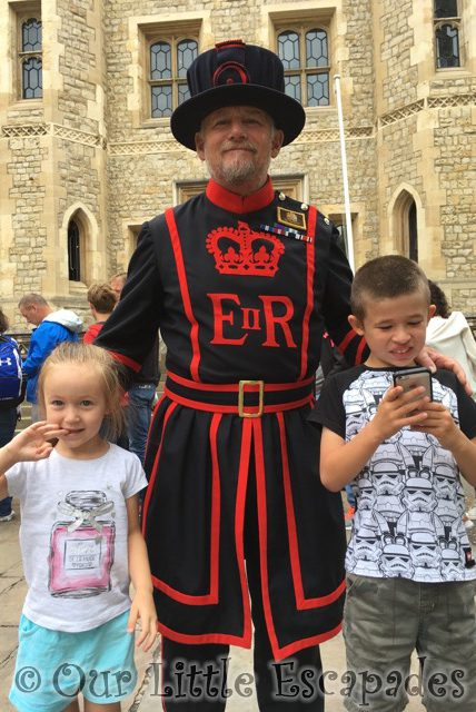 siblings august 2018 tower of london beefeater