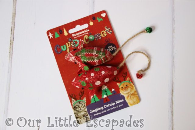 christmas gifts for your cat jingling catnip mice
