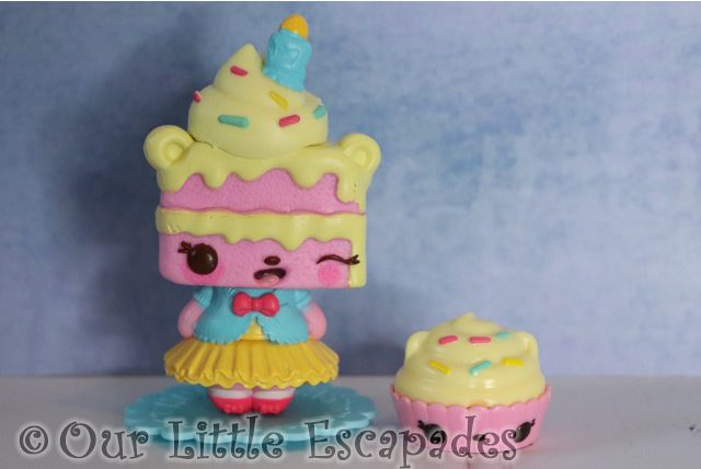 num noms mystery make up surprise yummy sweetcakes candy cakes