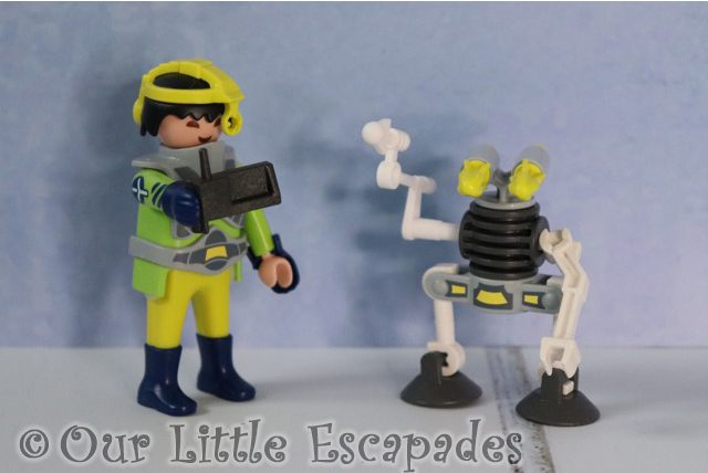 space agent robot playmobil 9416 playmobil easter egg contents