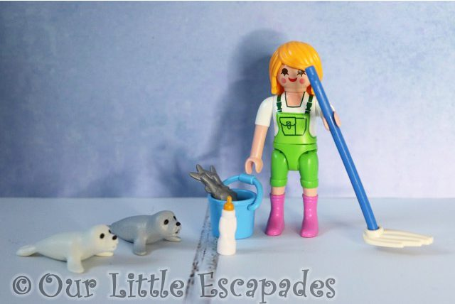 zookeeper seal pups playmobil 9418 playmobil easter egg contents