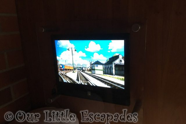 bunk bed dvd player thomas friends themed room drayton manor hotel