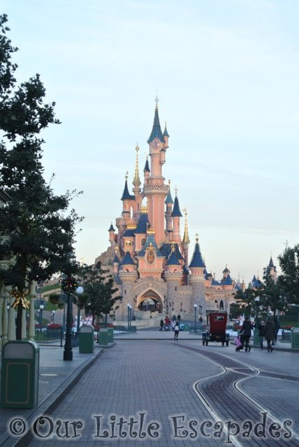 sleeping beauty castle empty main street usa disneyland paris