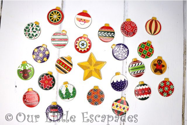 24 magnetic christmas baubles