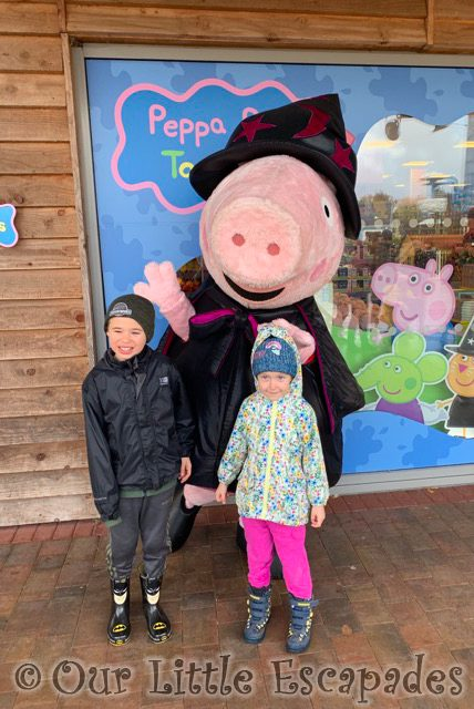 ethan little e meeting peppa pig peppa pig world paultons park