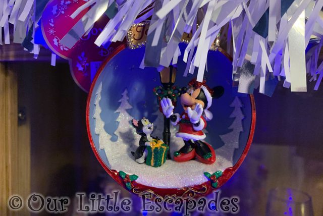 minnie mouse figaro bauble