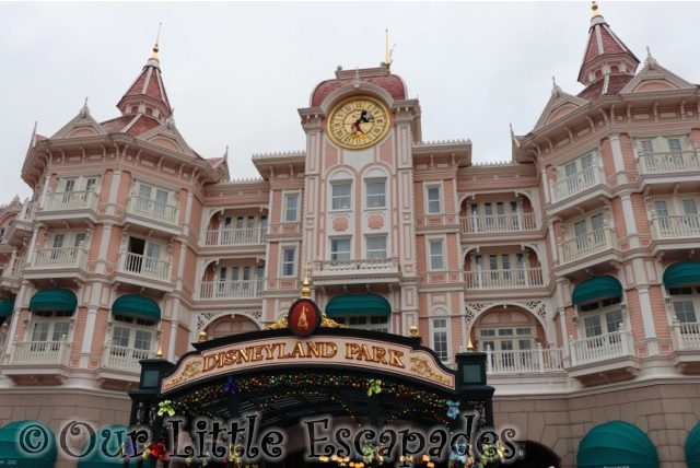 disneyland hotel paris disneyland paris at christmas