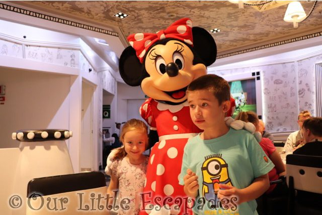 ethan little e minnie mouse disney vip character breakfast disney magic