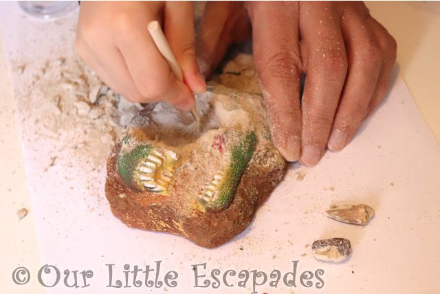 dinosaur digging fossils national geographic dino fossil dig kit review