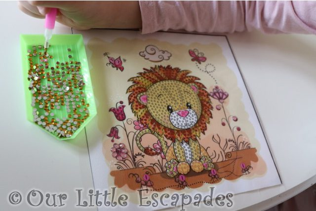 little e placing gold crystals template