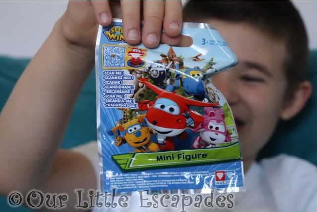 ethan super wings mini figures blind bag
