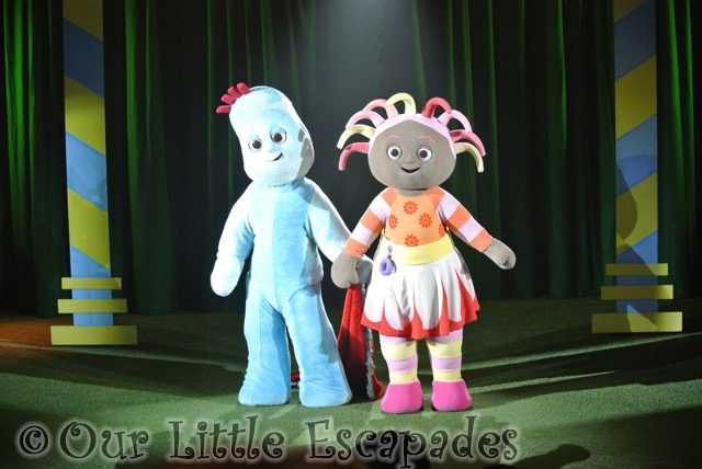 igglepiggle upsy daisy holding hands toddler to in the night garden live
