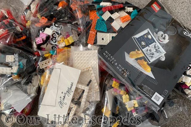 lego disney mickey mouse minnie mouse set contents