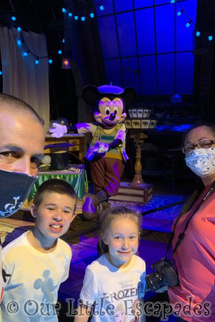 jane darren ethan little e mickey magician magical selfie moments character selfie spots disneyland paris