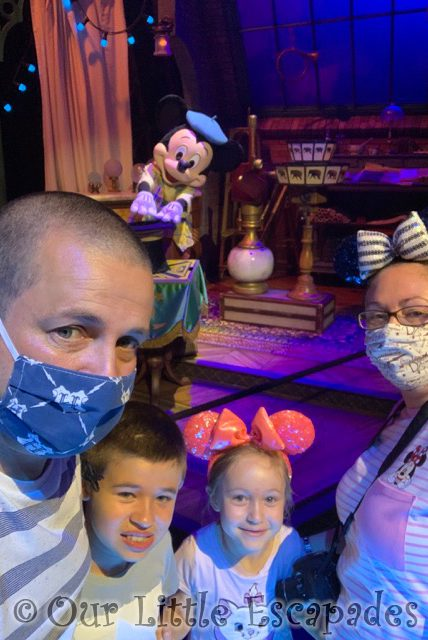 jane darren ethan little e mickey magician magical selfie moments second visit character selfie spots disneyland paris