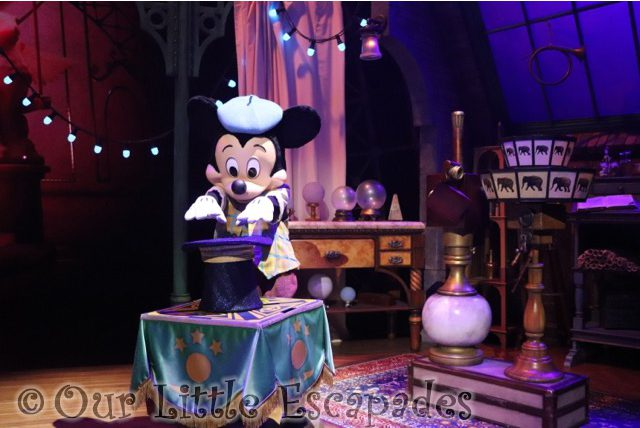 mickey magician magical selfie moments character selfie spots disneyland paris