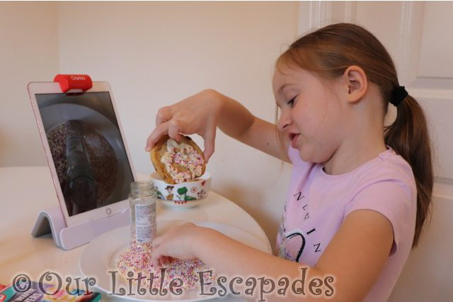 little e decorating cooking with hundreds and thousands cookie decorating osmo masterpiece