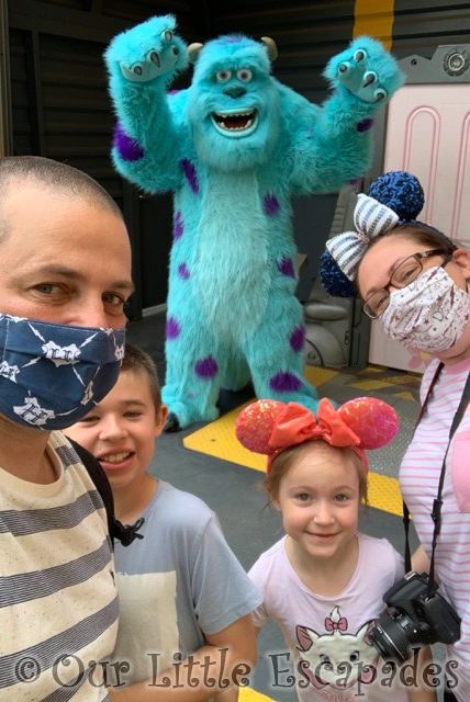 darren jane ethan little e sully character selfie spots disneyland paris