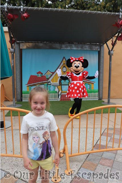 little e minnie mouse toon studio selfie spot disneyland paris