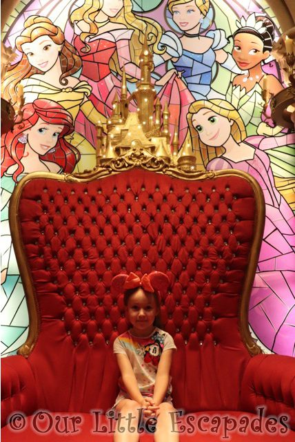 little e princess pavilion selfie spot disneyland paris