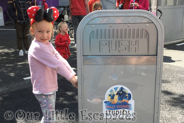 little e push talking trash can featured image